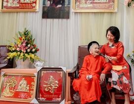 Cụ bà 106 tuổi hát, đọc thơ trong lễ mừng thọ của mình