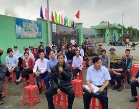 Người dân tiếp tục chặn cổng phản đối nhà máy rác