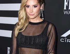 Ashley Tisdale táo bạo với váy xuyên thấu
