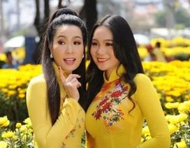 Con gái lớn Trịnh Kim Chi xinh như hoa hậu, điệu đà du xuân cùng mẹ
