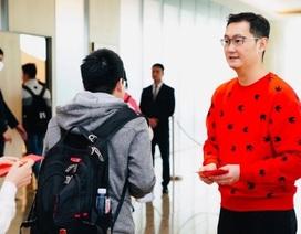 Trung Quốc: Nhân viên xếp hàng qua đêm chờ sếp lì xì