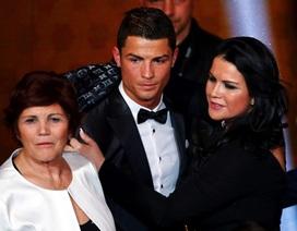 Chị gái xinh đẹp của C.Ronaldo bất ngờ khoe tin bầu bí