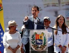 Phe đối lập tìm cách chiếm nguồn thu dầu mỏ của Venezuela