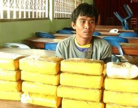 Bắt đối tượng người Lào vận chuyển 94.000 viên ma túy