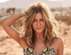 Phi cơ riêng bị rơi lốp, Jennifer Aniston gặp trục trặc khi mừng tuổi 50