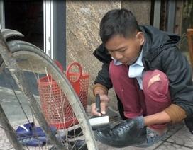 Chàng trai đánh giày được bạn đọc báo Dân trí hỗ trợ 160 triệu đồng