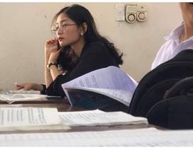 Cô giáo thực tập bất ngờ nổi tiếng sau bức ảnh học sinh chụp lén