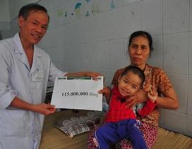 Cậu bé Nhân Đức mồ côi mẹ nhận 115 triệu đồng của bạn đọc giúp đỡ