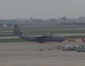 Vận tải cơ C-130 Hercules của Mỹ đáp xuống Nội Bài
