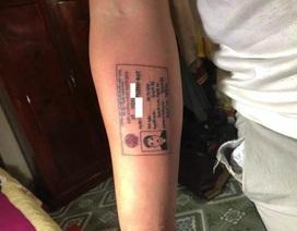 """Thanh niên Việt """"xăm chứng minh thư vào tay cho đỡ bị hỏi thăm nhiều"""" lên báo Anh"""