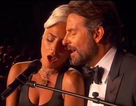 """Fans """"phát sốt"""" vì màn diễn tình tứ của Lady Gaga và Bradley Cooper"""