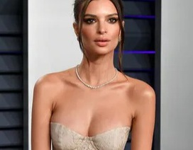 Emily Ratajkowski khoe ngực khủng dự tiệc Oscar