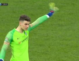 Chống đối ra mặt HLV Sarri, thủ môn Chelsea nói gì?