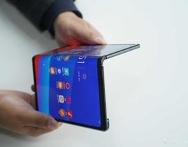 """Đến lượt Oppo """"khoe"""" smartphone có thể gập được"""
