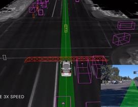 Xem xe tự lái chạy qua ngã tư hỏng đèn theo điều khiển của CSGT