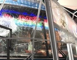 Lơ xe nổ máy, xe khách chồm lên tông 1 người chết, 5 người trọng thương