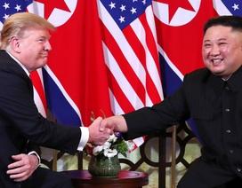 Hình ảnh thân mật của lãnh đạo Mỹ - Triều trong cuộc gặp tại Hà Nội