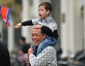 Người Hà Nội cầm cờ hoa chào đón 2 nhà lãnh đạo Trump - Kim