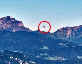 Phát hiện UFO được cho đang rời khỏi căn cứ trên dãy Alps