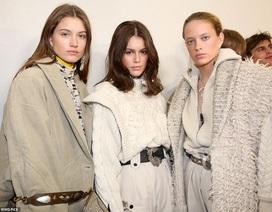 Siêu mẫu 17 tuổi Kaia Gerber ngày càng đắt show trình diễn thời trang