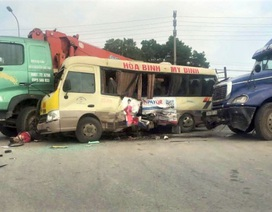 Bắt tạm giam lái xe cẩu rẽ ẩu khiến 2 người chết trên Đại lộ Thăng Long