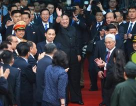 Chủ tịch Kim Jong-un vẫy tay chào Việt Nam, lên tàu về nước