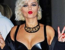 Bebe Rexha khoe ngực căng đầy