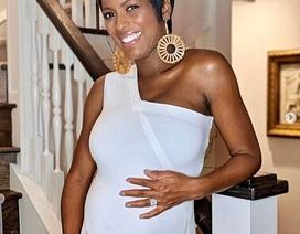 MC Tamron Hall mang thai ở tuổi 49