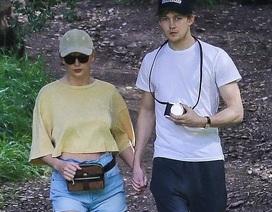 """Hình ảnh hiếm hoi của """"công chúa nhạc Pop"""" Taylor Swift và bạn trai"""