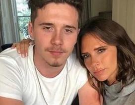 Victoria Beckham và con trai nổi bật tại tuần lễ thời trang Paris