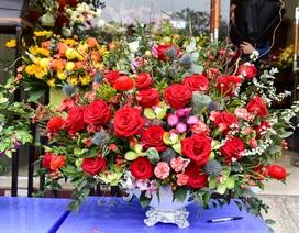Thị trường hoa 8/3: Bán nghìn bó mỗi ngày, nhập cả... bắp cải về bán