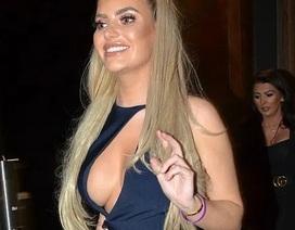 Megan Barton Hanson khoe ngực nảy nở