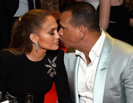 Jennifer Lopez đính hôn với bạn trai kém 6 tuổi