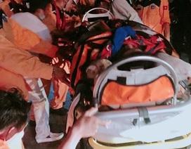 Cứu thuyền viên Philippines bị điện giật, nguy kịch trên biển