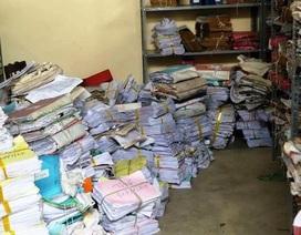 Lốc xoáy thổi tốc mái khu văn phòng UBND TP, nhiều tài liệu quan trọng nguy cơ hư hỏng