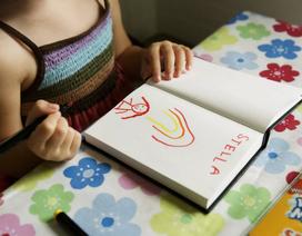 Làm thế nào để bé nhà bạn biết tự chơi mà không cần cha mẹ