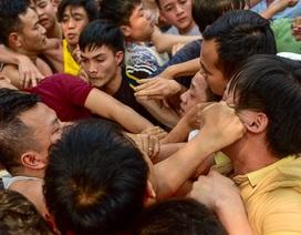 Thanh niên ẩu đả giành cây bông ở hội làng ngoại thành Hà Nội