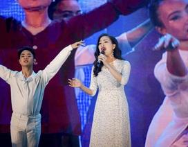 Huyền Trang gây xúc động khi hát về Mẹ