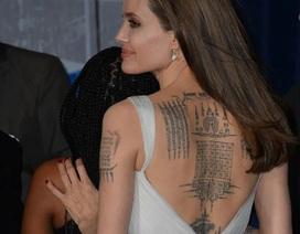 Angelina Jolie khoe hình xăm khủng