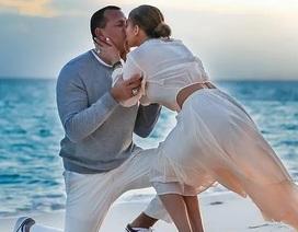 Jennifer Lopez hé lộ khoảnh khắc bồ trẻ cầu hôn