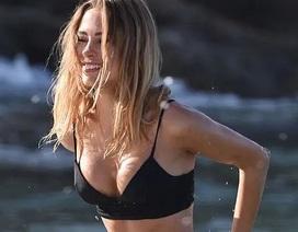 Kimberley Garner quyến rũ trên biển Miami
