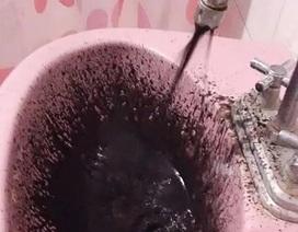 Nước sinh hoạt ở Venezuela đen sì vì nghi bị nhiễm dầu thô