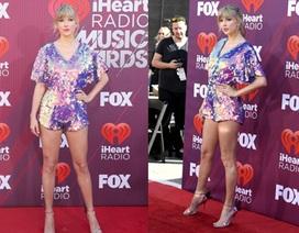 Taylor Swift bất ngờ tái xuất, khoe chân thon dài