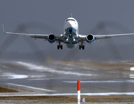 Máy bay Boeing 737-800 hạ cánh khẩn cấp ở Nga