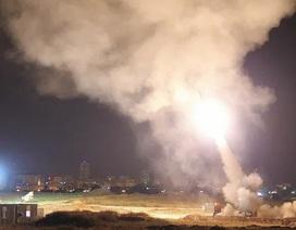 Tel Aviv lần đầu bị tấn công tên lửa trong 5 năm, Israel không kích trả đũa