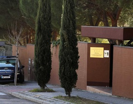 Nhóm đột nhập bỏ lại lượng lớn vũ khí trong Đại sứ quán Triều Tiên tại Tây Ban Nha