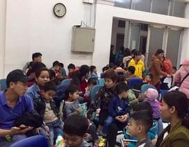 Trẻ em ở Bắc Ninh vẫn ùn ùn lên Hà Nội khám vì lo sợ nhiễm sán lợn