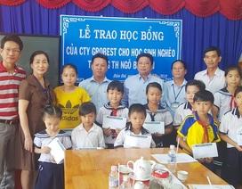 140 em học sinh nghèo tỉnh Cà Mau nhận học bổng của Công ty Grobest Việt Nam