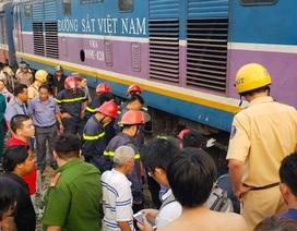 Giải cứu người đàn ông mắc kẹt gần 1 tiếng dưới gầm tàu hoả
