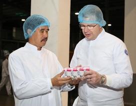 Đại sứ Mỹ đến thăm và làm việc tại Nhà máy sữa Vinamilk